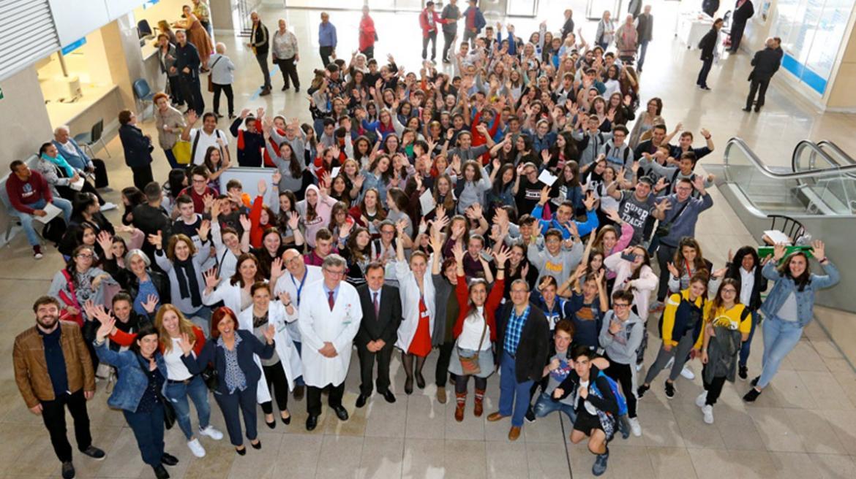 Numerosos profesionales y pacientes del Hospital del Henares para agradecer su gesto a los donantes de sangre