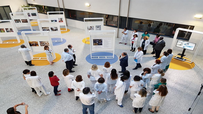 Profesionales del Hospital 12 de Octubre en la inauguración de la exposición Héroes de Nuestro Tiempo
