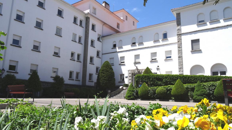 Vista del edificio y jardines del Hospital de Guadarrama