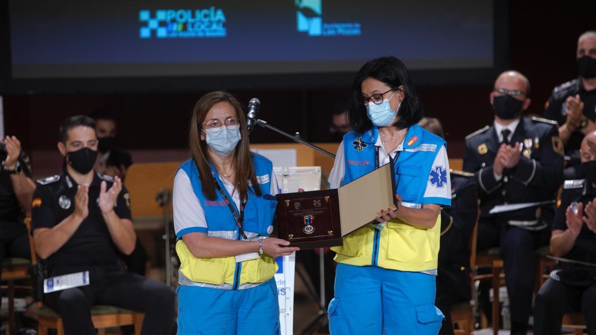 Las subdirectoras médico y de Enfermería reciben la Medalla