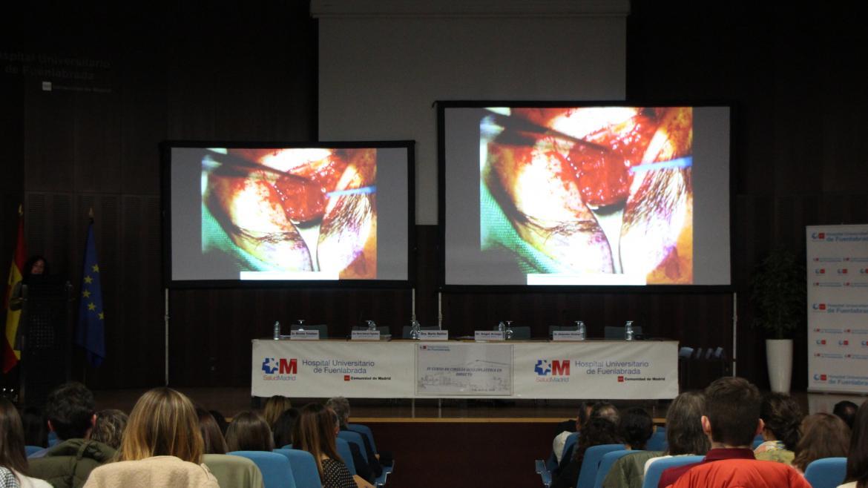 Cirugía Oculoplástica, en directo desde quirófano se trasmite a salón de actos