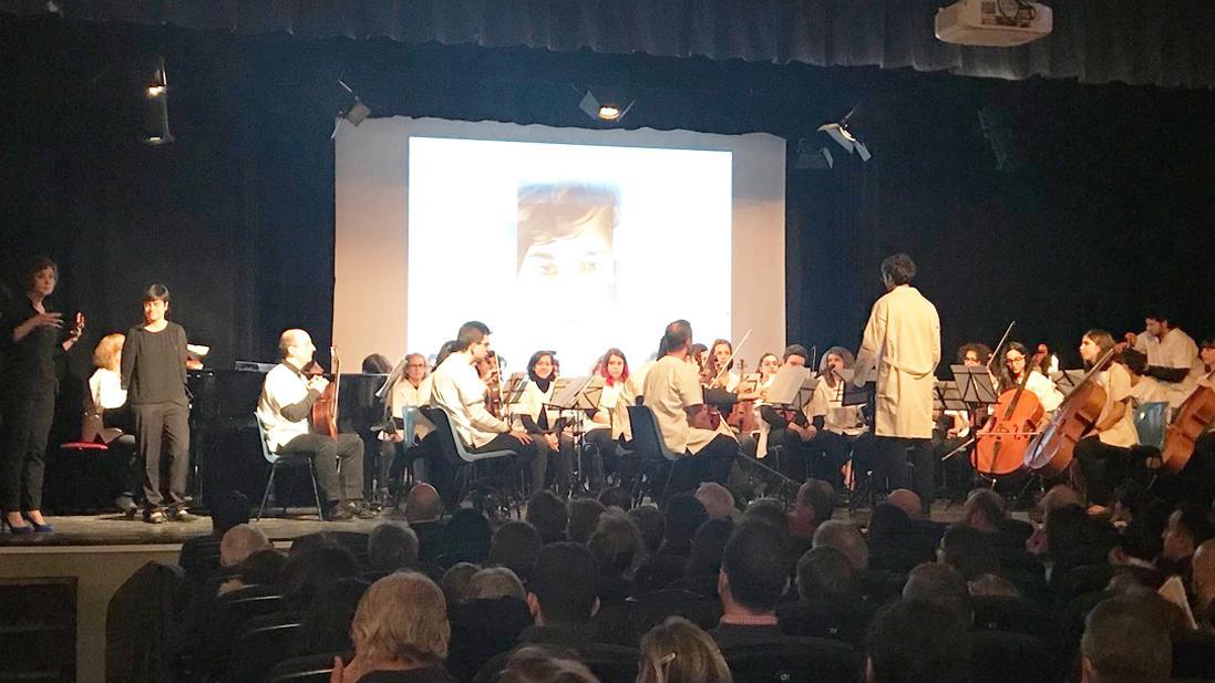 Instantánea de la actuación de Orquesta y Coro de Cabecera de Atención Primaria