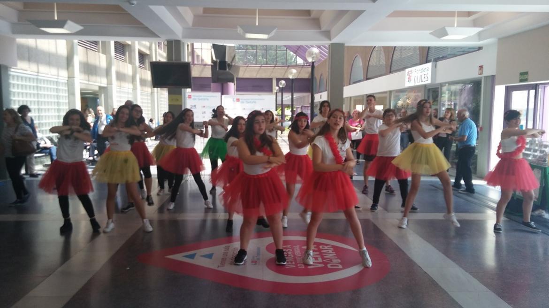 Alumnos del IES Altair promocionan con un baile la donación de sangre