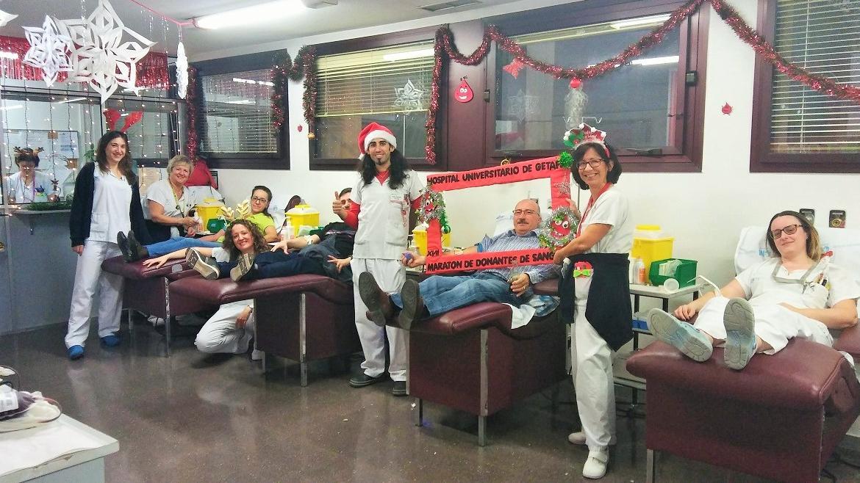 Profesionales y donantes en el XVII Maratón
