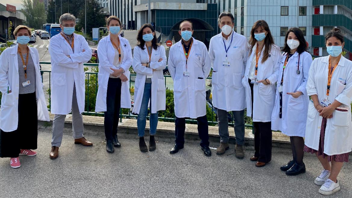 Imagen de equipo de la Unidad de Medicina Tropical y parte del Servicio de Enfermedades Infecciosas del Hospital Universitario Ramón y Cajal