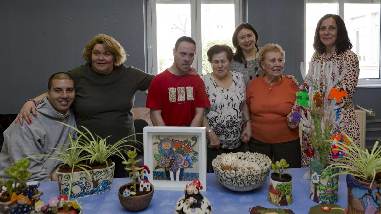Personas discapacitadas junto a la viceconsejera de Políticas Sociales y Familia