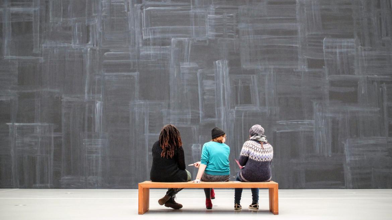 Jóvenes en el museo