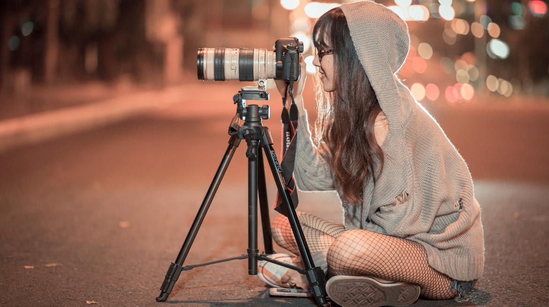 Joven con cámara