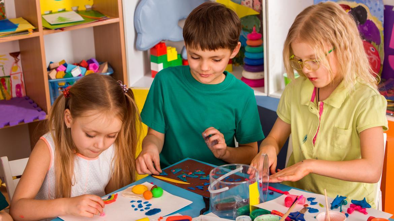Niños en una clase de infantil