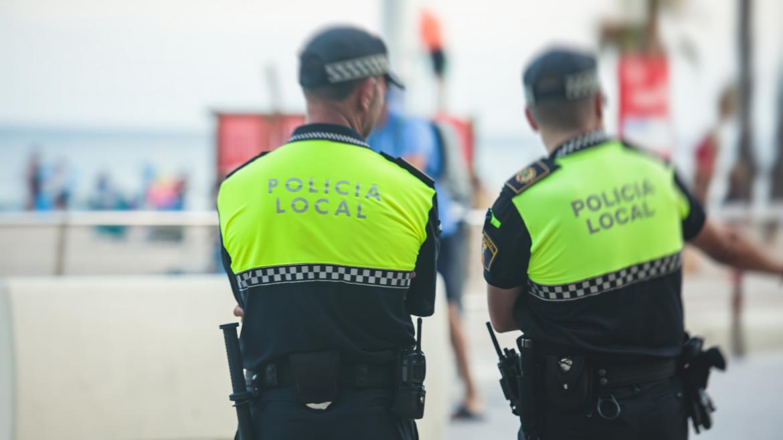 Dos policías locales