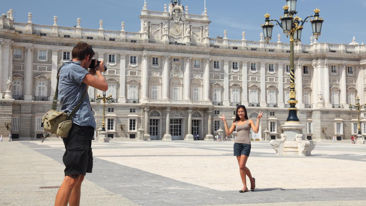 Dos turistas en Madrid