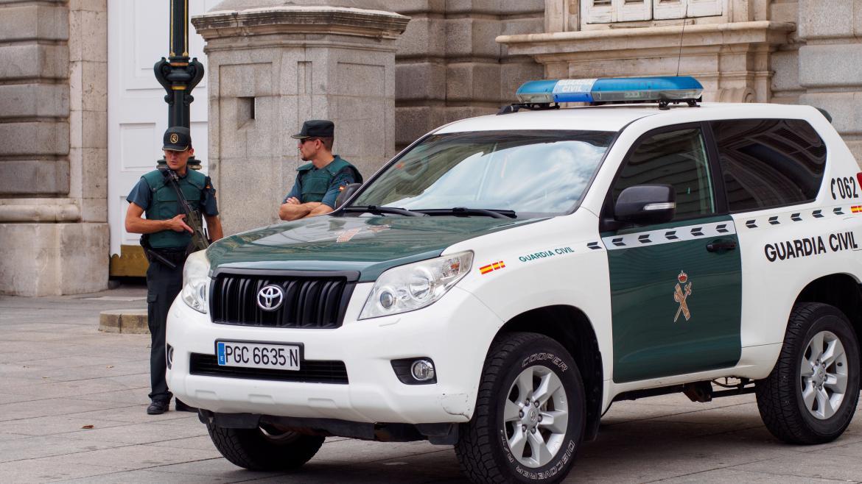 Coche con guardia civil