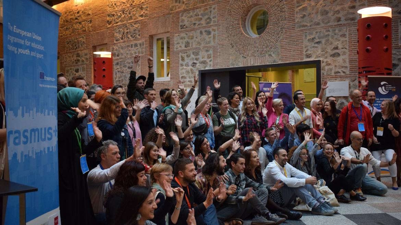 Grupo de participantes en el foro internacional