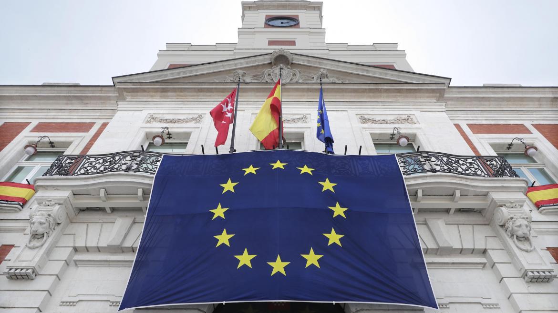 El Día de Europa ilumina de azul la Real Casa de Correos