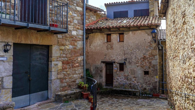 Viviendas de piedra de un pequeño municipio