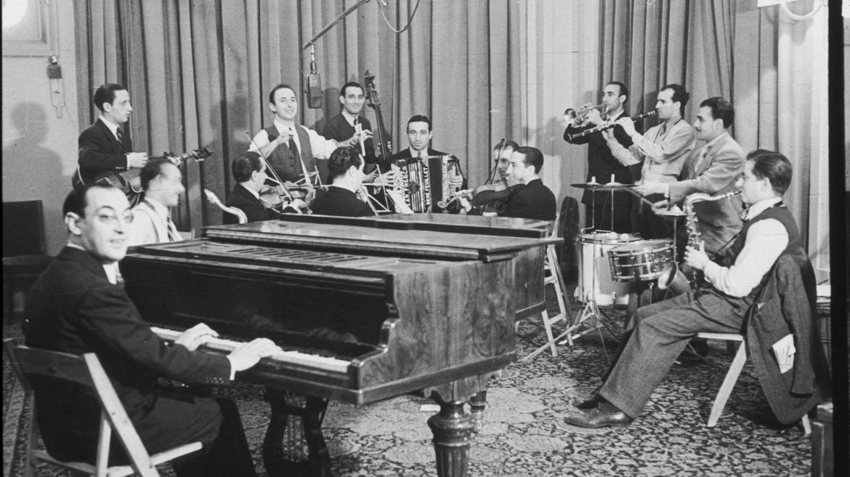 Fotografía antigua músicos radio