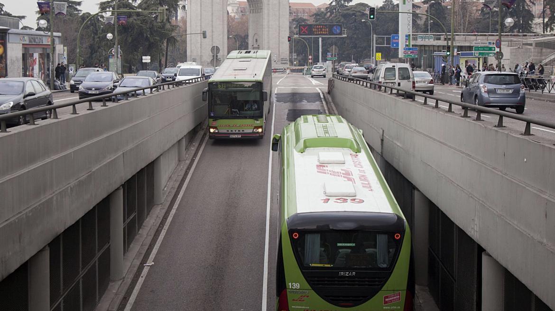 Autobuses y tráfico en el entorno del intercambiador de Moncloa