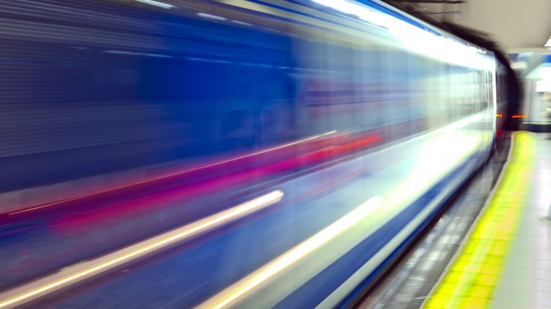 Tren de Metro entrando en la estación
