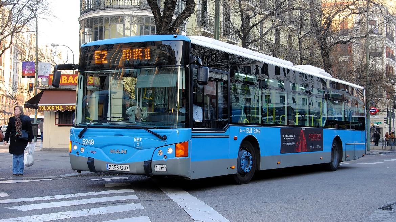 Autobús de la línea E2 de EMT en la zona de Felipe II