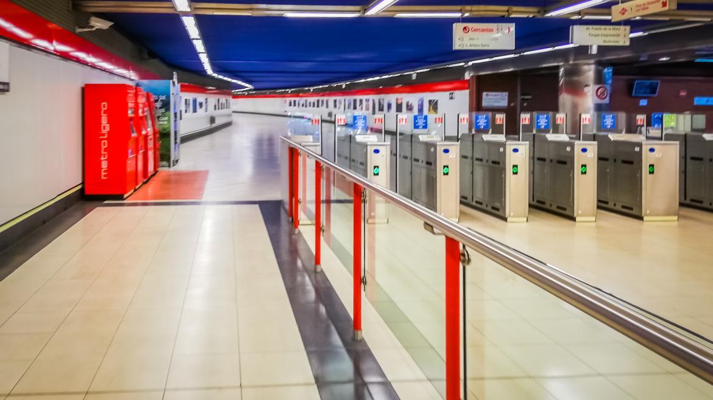 Pasillo de acceso a una estación de Metro