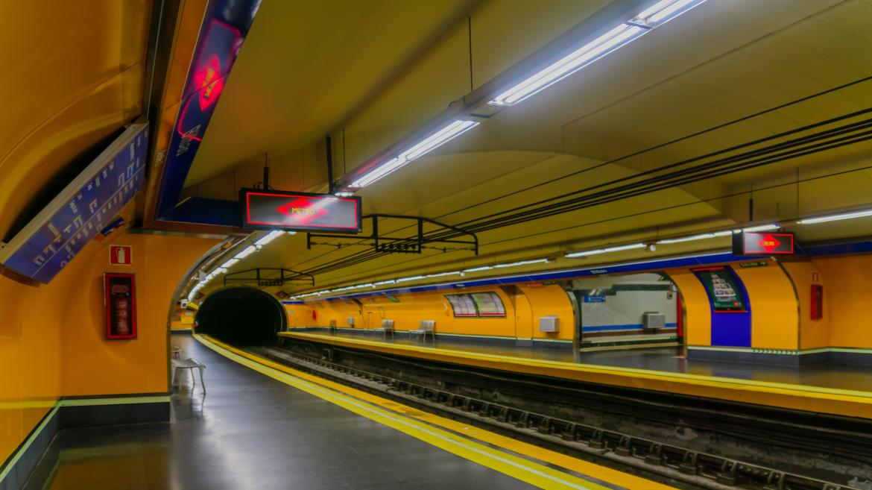 Andén de la estación de metro de Bilbao