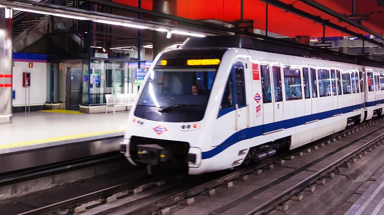 Vagones de metro en una estación