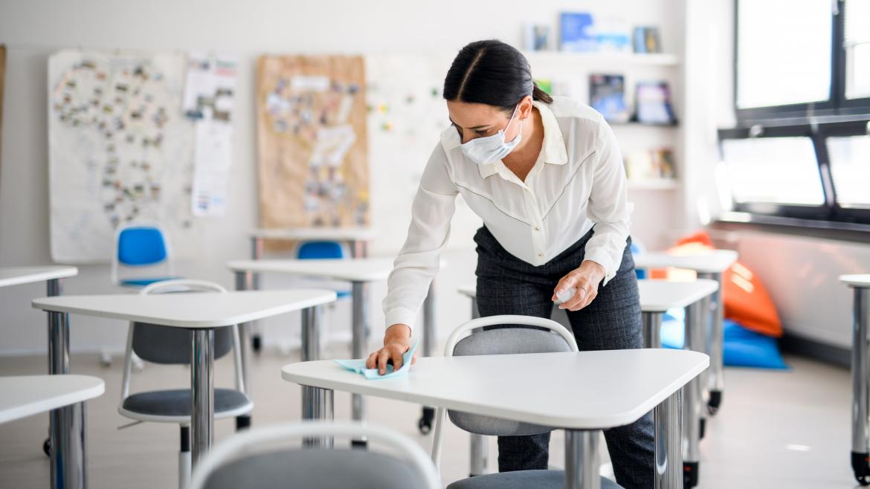 Facilitamos a los centros docentes de material de cocina, fisioterapia o enfermería