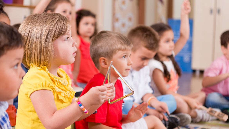 niños de primaria en clase