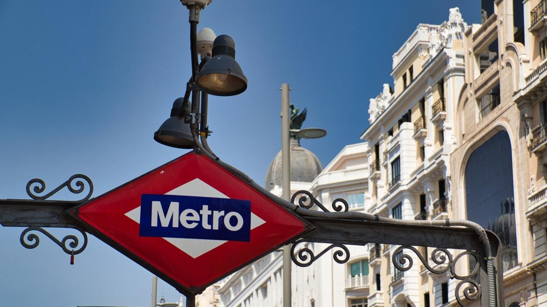 Cartel de estación de metro de Gran Vía