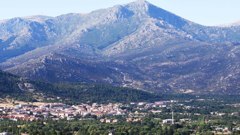 Pueblo situado en las inmediaciones del parque Nacional de la Sierra de Guadarrama