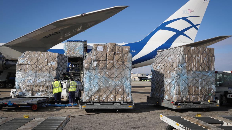 113 toneladas de material sanitario a bordo de un tercer avión