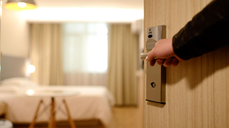 Entrando a una habitación