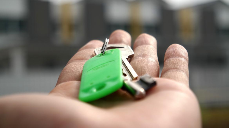 Imagen de una mano con unas llaves
