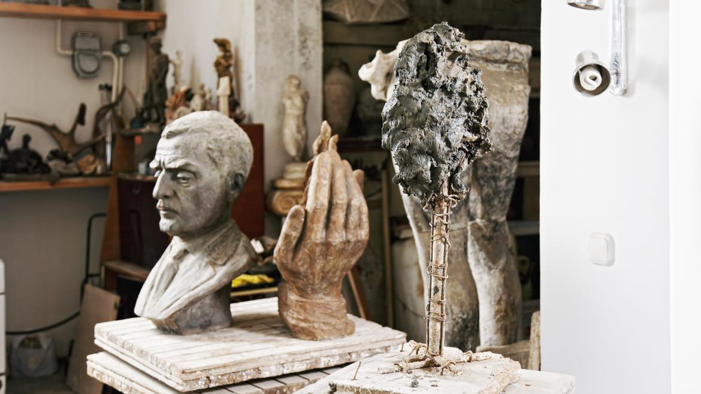 Escultura en el interior de un estudio