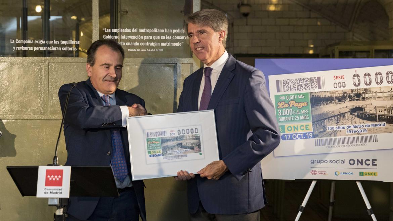 Ángel Garrido en la presentación del cupón del 17 de octubre