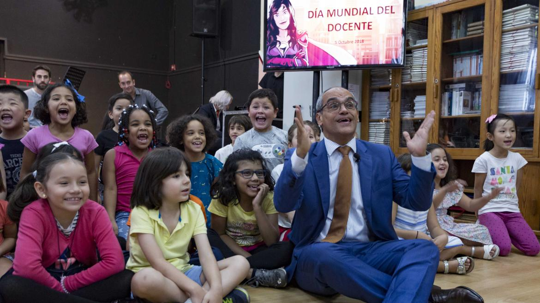 El consejero de Educación e Investigación ha celebrado esta jornada en el colegio público bilingüe Palacio Valdés