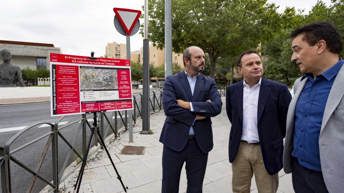 Rollán visita en Coslada las obras de asfaltado de 130.000 metros cuadrados, en las que se han invertido 1,1 millones de euros del PIR