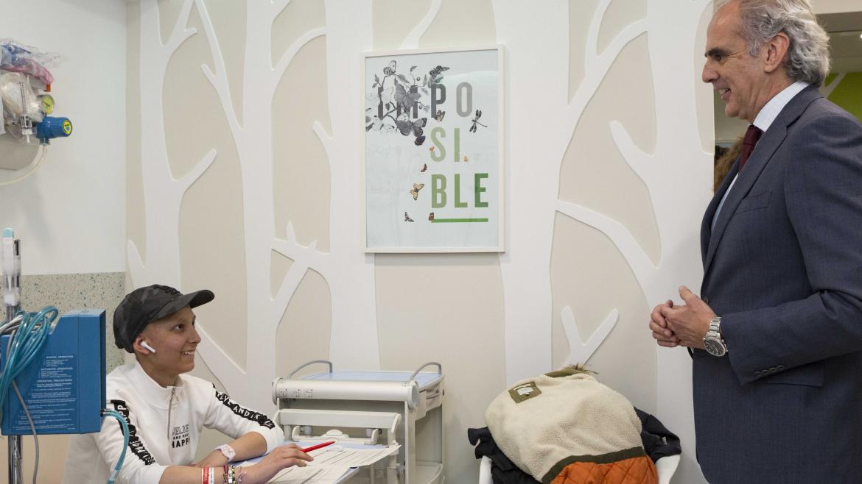 El consejero de Sanidad, Enrique Ruiz Escudero, visita el Hospital Niño Jesús con motivo del Día Internacional de Cáncer Infantil