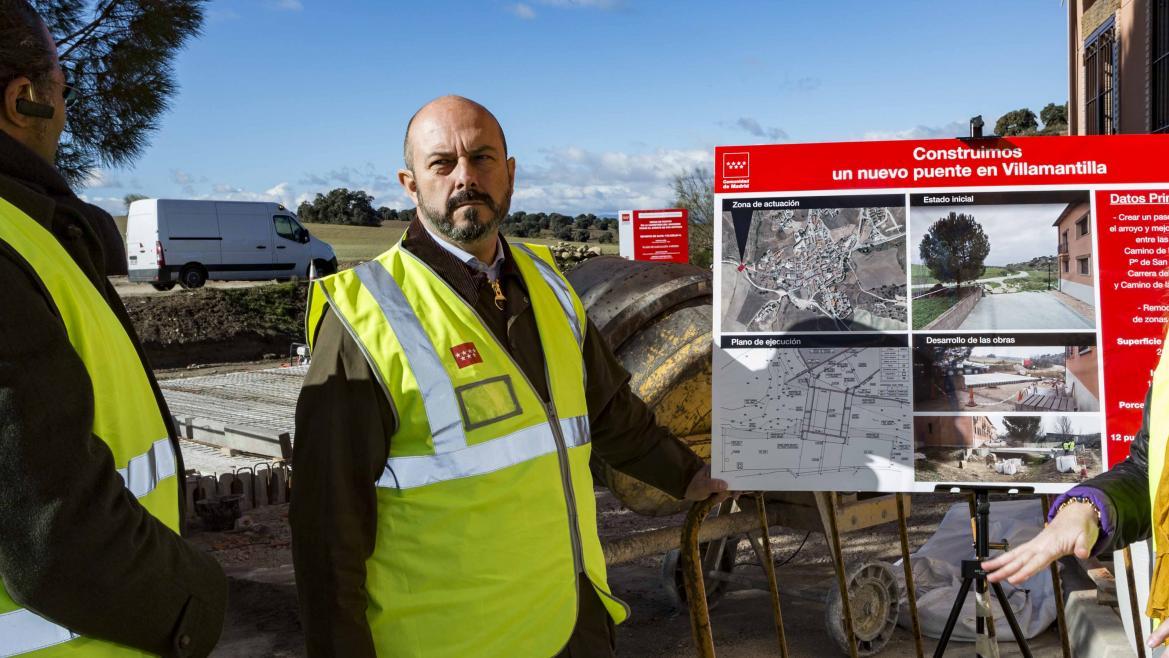 Pedro Rollán durante la visita a las obras