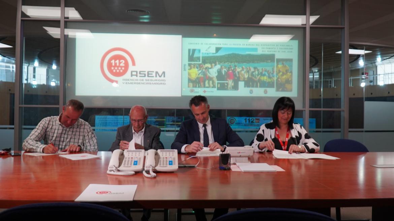 El director de la Agencia de Seguridad y Emergencias Madrid 112, Carlos Novillo, junto a responsables de Cruz Roja y los ayuntamientos