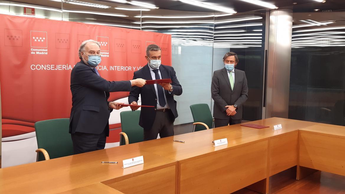 López ha firmado el convenio que regula esta subvención con el Consejo General de Procuradores de los Tribunales de España