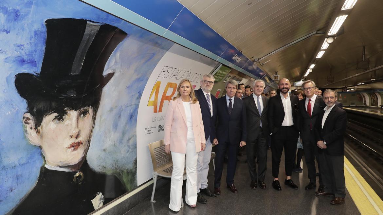 El presidente regional ha visitado la estación de Atocha junto a los directores de los museos del Prado, Reina Sofía y Thyssen–Bornemisza