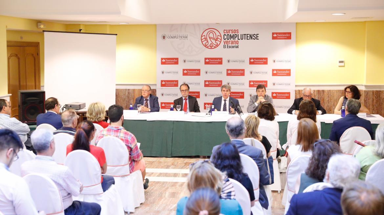 Ángel Garrido en el curso de verano de la Universidad Complutense, en San Lorenzo de El Escorial, titulado: Justicia y política, nuevos escenarios