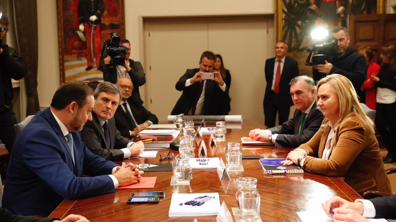 La consejera de Transportes, Rosalía Gonzalo, se reúne con el ministro de Fomento, José Luis Ábalos