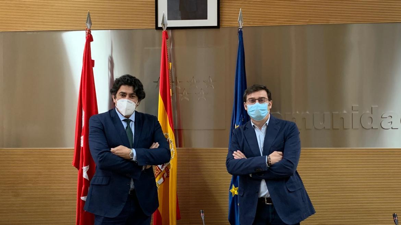 David Pérez durante la reunión con el concejal delegado del Área de Vivienda del Ayuntamiento de Madrid, Álvaro González