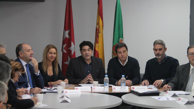 David Pérez durante la reunión con los alcaldes del sureste