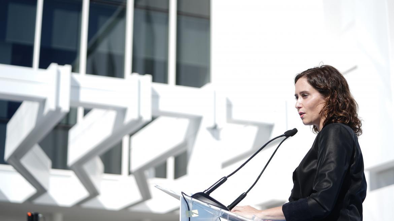 La presidenta interviniendo en atril