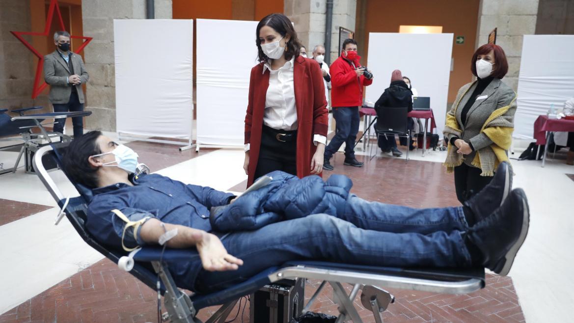 Dispositivo donación de sangre en la Puerta del Sol