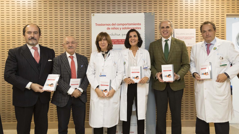 Enrique Ruiz Escudero durante la presentación de la primera guía para padres sobre trastornos de comportamiento de niños y adolescentes