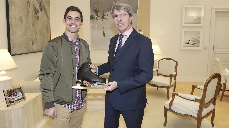 Garrido recibe la visita del patinador madrileño Javier Fernández